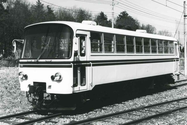 画像: 【レールバス】1982年公開のLE-Car。ライト・エコノミーの頭文字通り、従来の1/3のコストで製造でき、赤字路線の救世主に。