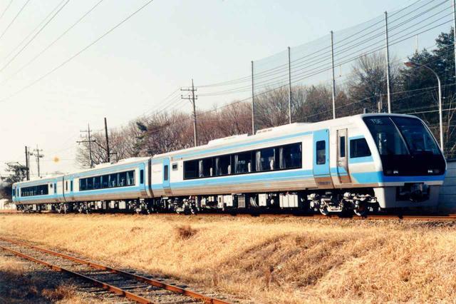 画像: 【振り子電車】JR四国のコンペに、横Gに合わせて車体を内側に傾ける新開発の振り子気動車で参加。見事発注を勝ち取る。