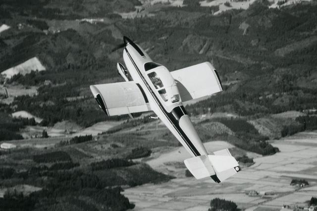 画像: 【エアロスバル】スバル待望の運動性能に優れた低翼機。飛行荷重6Gに耐える頑丈な機体でアクロバット飛行もこなせる。