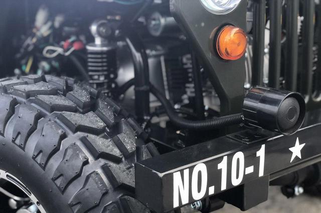 画像: タイヤはオフロードでも安心のブロックパターン。