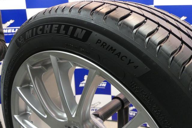 画像: 18インチ以上のタイヤのサイドウオールには、コントラストが鮮明な「プレミアムタッチデザイン」を採用する。