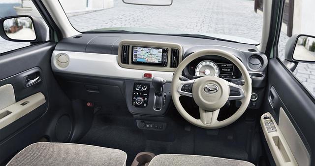 画像: スクエアなボディと水平基調のインパネで、フードの先端が見やすく車両感覚がつかみやすい。