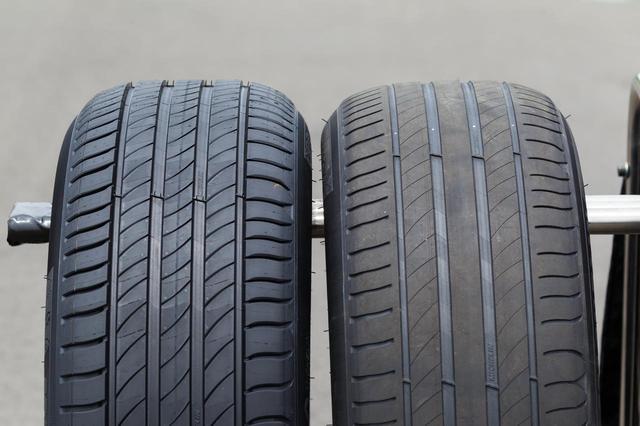 画像: 左が新品時のプライマシー4、右が残溝2mmまで摩耗した状態。