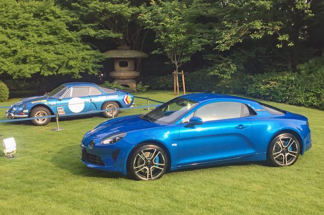 画像: 今回の限定モデルは左ハンドルのみ、ボディカラーも写真のブルー アルピーヌ メタリックのみだ。