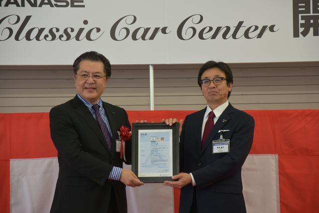 画像: テュフラインランドは145年の歴史をもつ世界でもトップクラスの第三者検査機関。人々の暮らしのあらゆる面で第三者検査を担うが、自動車分野では、ドイツをはじめ数か国で車検サービスを提供するほか、自動車メーカーや部品メーカー向けの国際連合および欧州型式認証の技術機関としても活動している。今回の認証は、クラシックカーの修理・整備を行う工場に対し、修理・整備の技術、品質、機器・設備に加え、運営・管理、法令遵守、お客さま対応など、11カテゴリー150項目以上の基準に基づいた検査を実施し、クリアした工場に与えられられる認証だ。