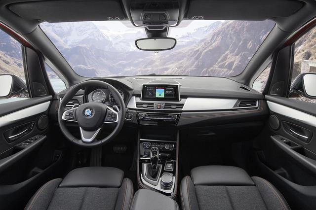 画像: 快適性が向上したフロントシート。