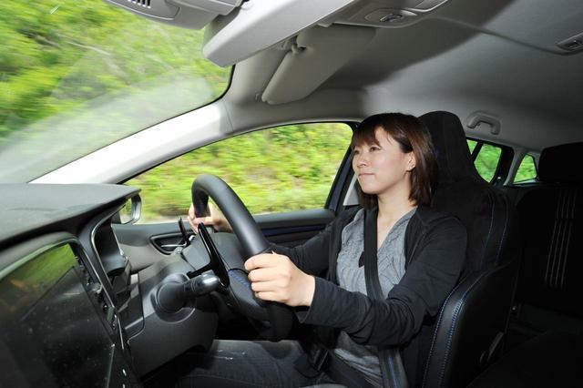 画像: ハンドル操作に対してクイックな動きは、4輪操舵の「4コントロール」のおかげ。