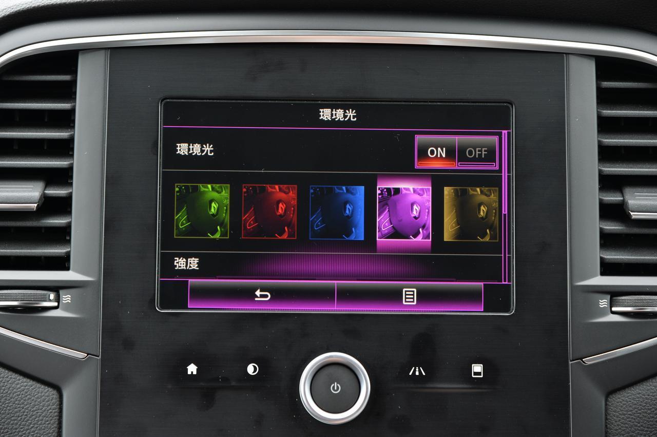 画像: お出迎えをしてくれるアンビエントライトの色も自分で設定できちゃうのがスゴい!