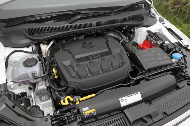 画像: 2L直4DOHCターボエンジン。先代の1.8TSIに比べて8ps/70Nmアップした200ps/320Nmを発生する。