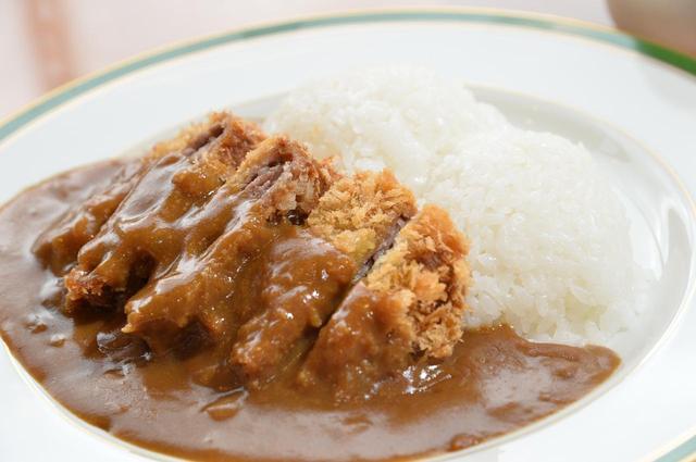 画像: 地元の食材をふんだんに使った「安達太良カレー」(1280円)。