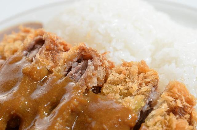 画像: カツは地元福島牛を使った牛カツ。肉がミルフィーユ状になっているので、柔らかーい!