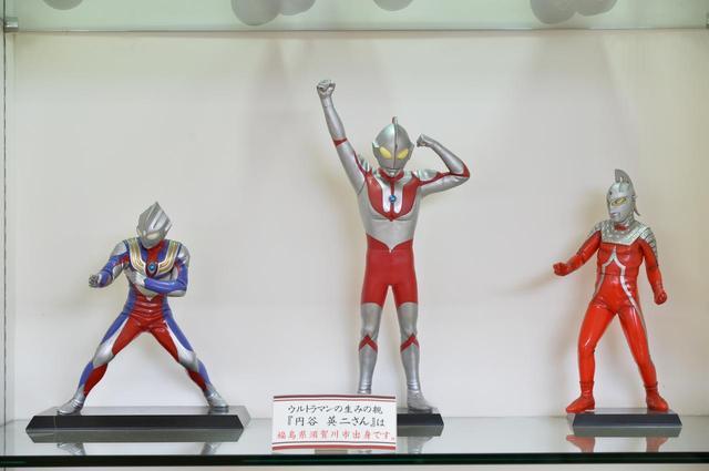 画像: ウルトラマンの生みの親、円谷英二氏は地元須賀川出身なので、安達太良SAにはこのようなものが展示されている。