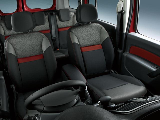 画像: シートも専用のファブリックシートを採用。