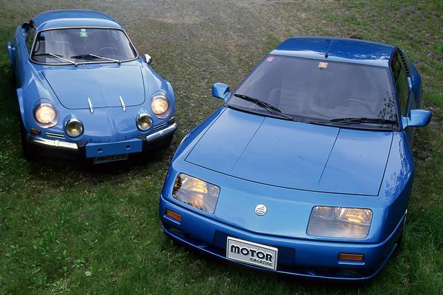 画像: 初代A110(左)と、1990年に発表されたV6ターボの限定車「ル・マン」。