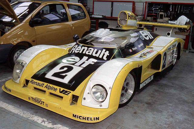 画像: 1978年のル・マン24時間レースを制覇した、アルピーヌが手がけたレーシングカー、A442B。