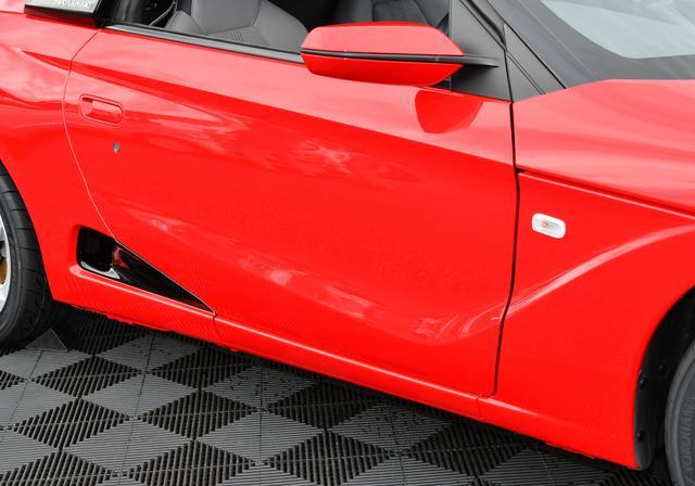 画像: ベース車両のドアを生かしたサイドライン