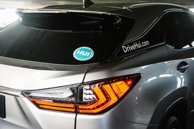 画像: シェアカーにはよく目立つ「Hui」のステッカーが貼られている。