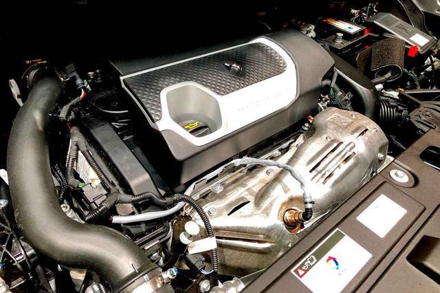 画像: DS7クロスバックのエンジン。これは1.6L直4のガソリン仕様。2Lのディーゼルもある。