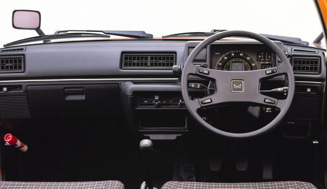 画像: シビック 1500 3ドア CXのインパネ。