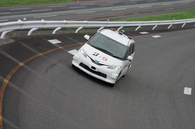 画像: ZMP社の自動運転車両「RoboCar® MiniVan」。
