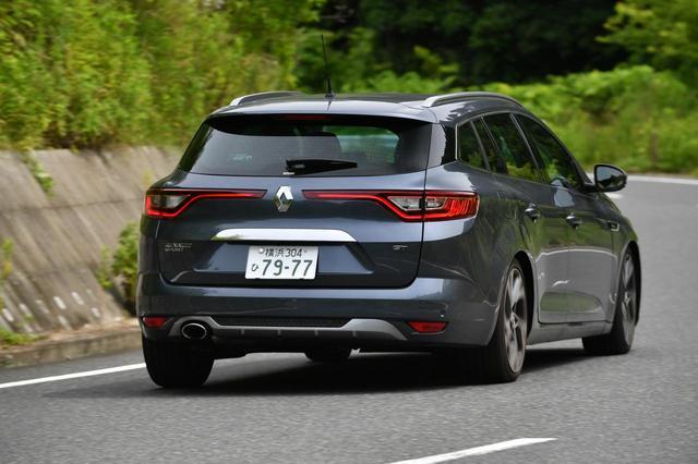 画像: 曲線を多用したデザインはルノー車の特徴だ。ワゴンボディながらスタイリッシュ。ボディカラーはグリ チタニアムM。