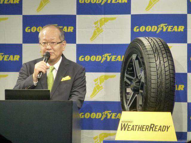 画像: ウェザーレディーの発表会の様子。左は日本グッドイヤーの金原雄次郎社長。