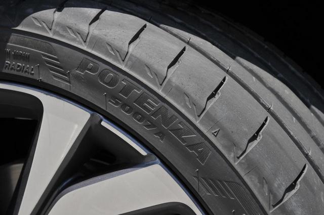 画像: POTENZA S007Aの「A」は、市販用タイヤを意味しているという。表記はPOTENZA S007Aだが、読み方は「ポテンザ・エス・ゼロ・ゼロ・セブン」となり、最後の「A」は読まない。