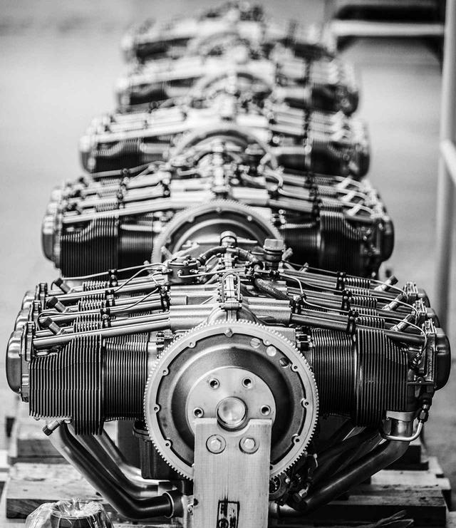 画像: 空冷・過給機なしという、現代のレシプロエンジンとしては、かなりシンプルな水平対向6気筒OHVエンジン。小型軽量で整備性が良いのはもちろん、絶対的な信頼性がある。さらに大切なのは、全チームに同一性能のエンジンを供与するということだ。 (Balazs Gardi/Red Bull Content Pool)