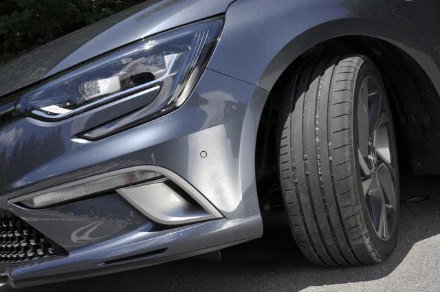 画像: ルノーの新型メガーヌ スポーツツアラーGTに装着。タイヤサイズは225/40R18 92Y XL。POTENZA S007Aは全サイズで希望小売価格を設定。装着サイズは1本5万1516円(税込)。