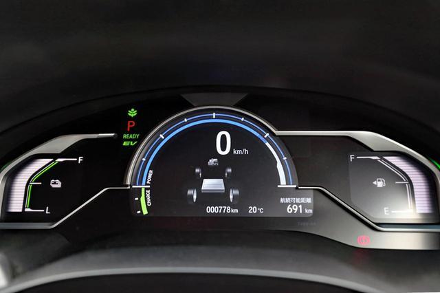 画像: 中央がパワー/チャージ、その内側にレンジ/エネルギーフロー、右が燃料、左がバッテリー残量を表示する専用メーター。