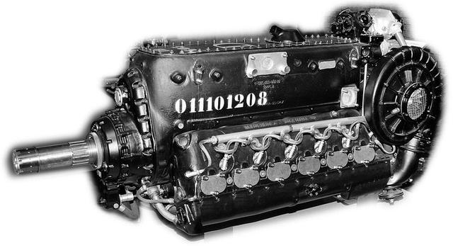 画像: 吸排気バルブが下方でクランクシャフトが上部にある、Vというよりハ型エンジンのDB605。クランクシャフトから減速ギアを噛まして下方に極太のプロペラシャフトが貫通し、ここに機関砲が入る。側面に巨大なコンプレッサーが備わり、口笛のように甲高く唸る。