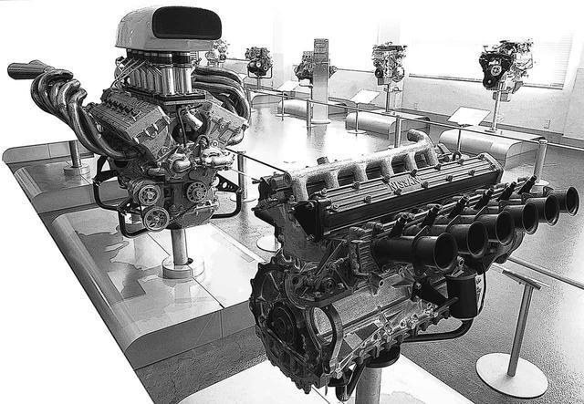 画像: 手前がプリンスR380用に開発されたGR8エンジン。基になったのは、2代目グロリア・スーパー6に搭載された直6のG7型。奥のGRX-3まで、わずか6年で排気量は3倍、出力は約6倍にも怪物化した。
