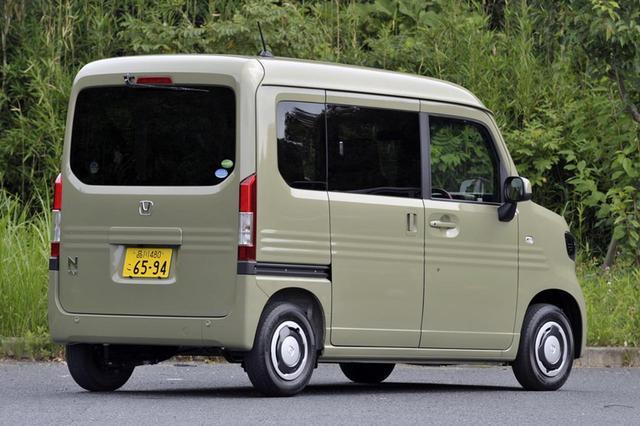 画像: リアコンビランプはLEDにして幅を狭め、開口部の幅を広げている。運転席側は開口時ピラーレスではない。