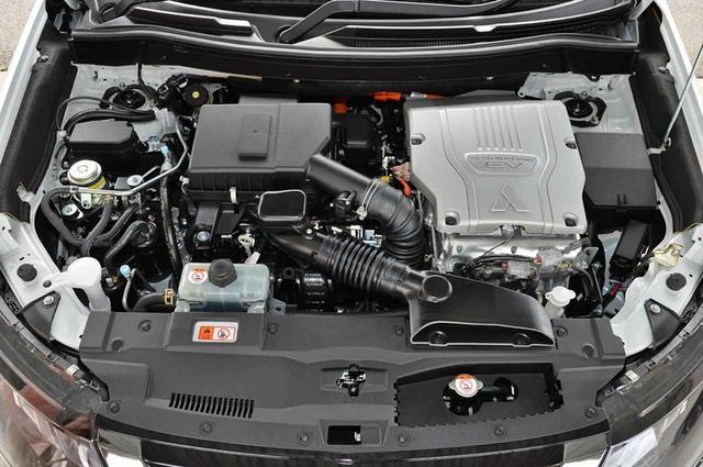 画像: エンジンの2.4L化やバッテリーの容量アップ、リアモーターの出力アップなどでEV後続距離は65kmに。