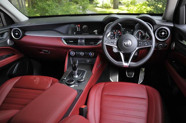 画像: インパネ。8.8インチの車載インフォシステム「Connectシステム」を搭載する。