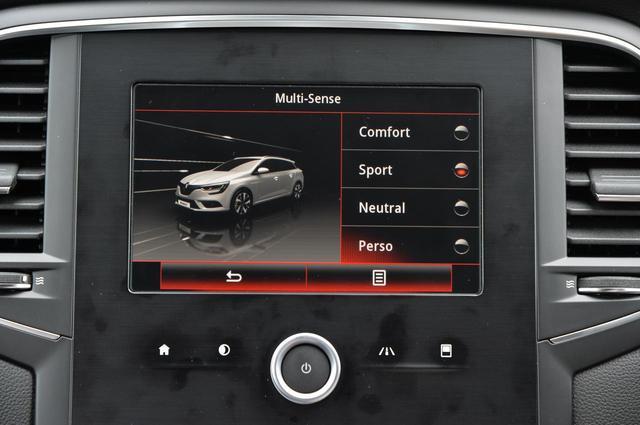 画像: ルノー マルチセンス。センターコンソールの7インチマルチファンクションタッチスクリーンの操作で、4つの走行モードを選択可能。これは「スポーツ」。