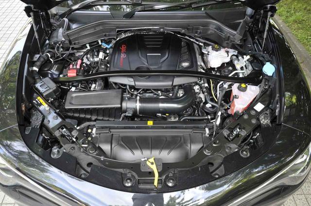 画像: 2L直4DOHCターボエンジン。280ps/400Nmを発生、0→100km/h加速は5.7秒。
