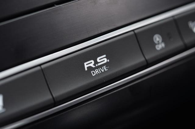 画像: この「R.S.ドライブ」ボタンを押すと、ルノーマルチセンスで「Sport」を選んだのと同じマッピングになる。