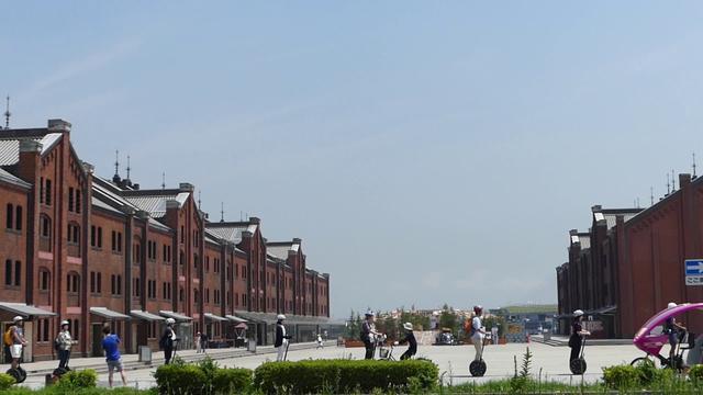 画像: 赤レンガ前 街と同化しています youtu.be