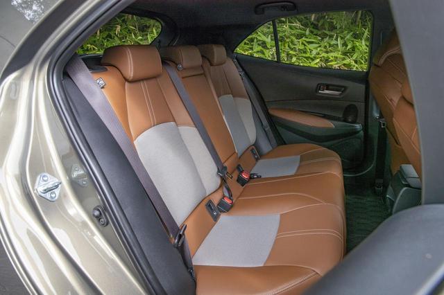 画像2: 「 G(1.2Lターボ)」のシート。色はサドルタンで、シート表皮は本革+メランジ調ファブリック。