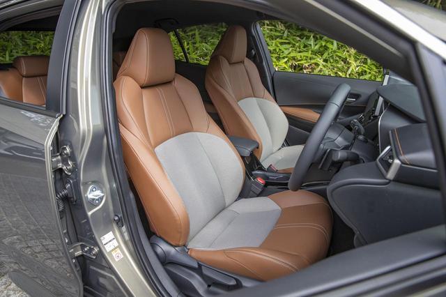 画像1: 「 G(1.2Lターボ)」のシート。色はサドルタンで、シート表皮は本革+メランジ調ファブリック。
