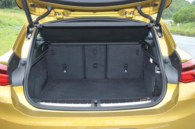 画像: BMW X2のラゲッジルーム。