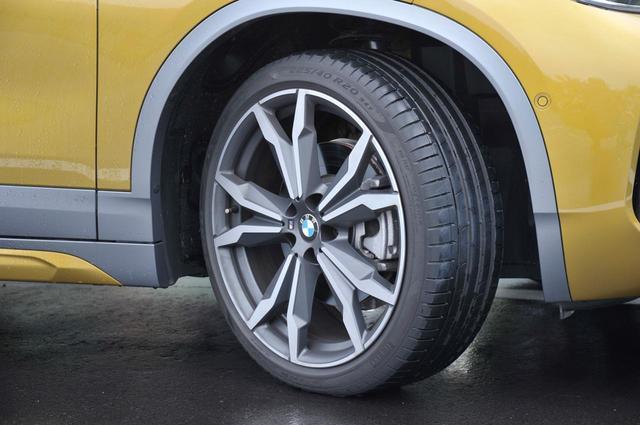 画像: BMW X2 xDrive20i M Sport Xのタイヤサイズは225/45R19。