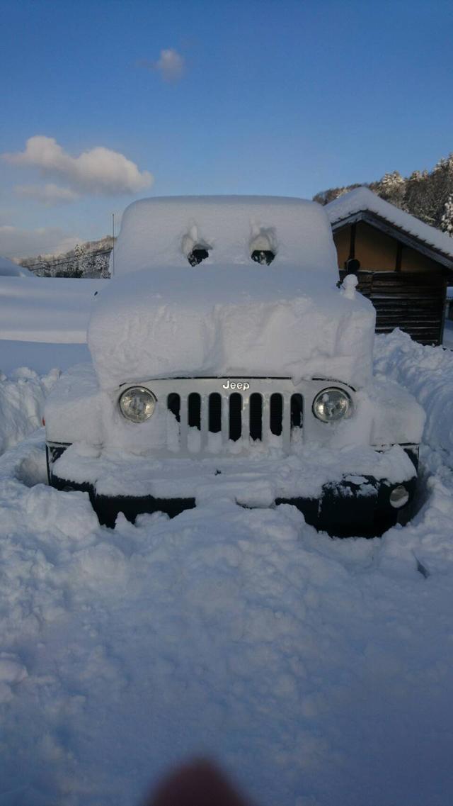 画像: Jeep®の雪だるま。酷暑の中で涼がとれそうです。