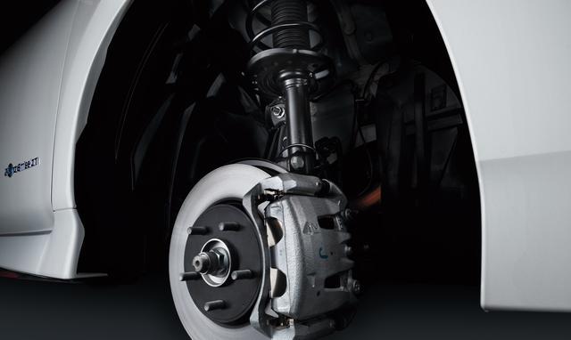 画像: NISMO専用のチューニングサスペンションは、フロントの減衰力を25%、リアの減衰力を33%アップさせており、高いスタビリティフラットな乗り心地を両立するチューニングが施されている。