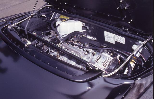 画像: エンジンはオリジナルをベースにバルブタイミングを高回転型に変更。排気系のチューニングも行い320ps以上となった。