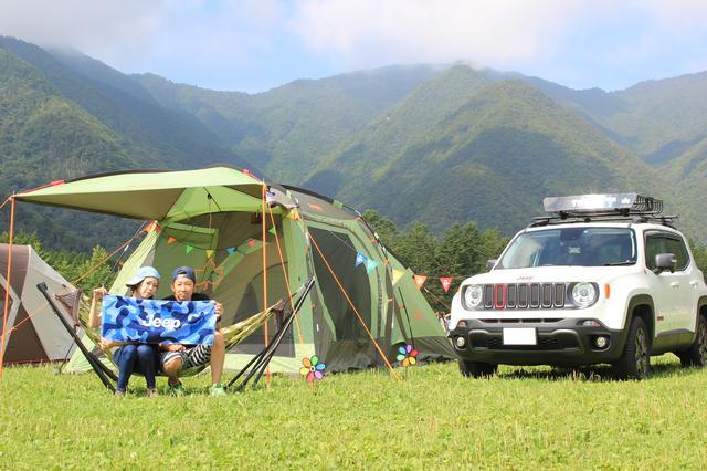 画像: レネゲードでキャンプ。お二人もクルマも大自然に溶け込んでいます。