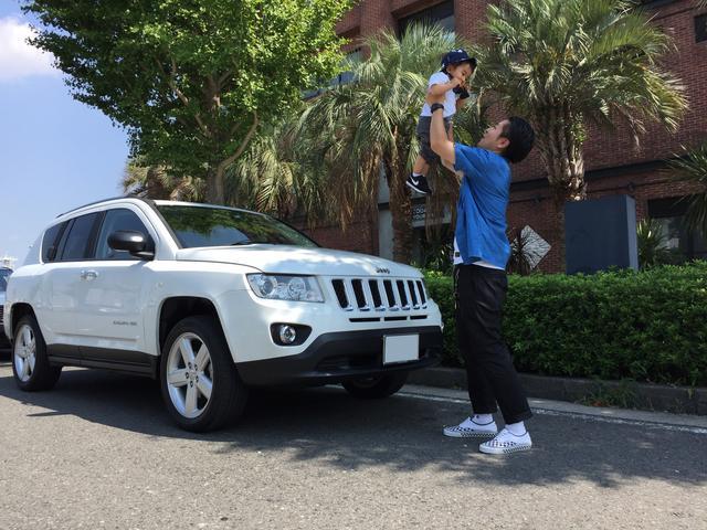 画像: 息子と出かければ、どこでもワンダフルワールド。コンパスも楽しそう。