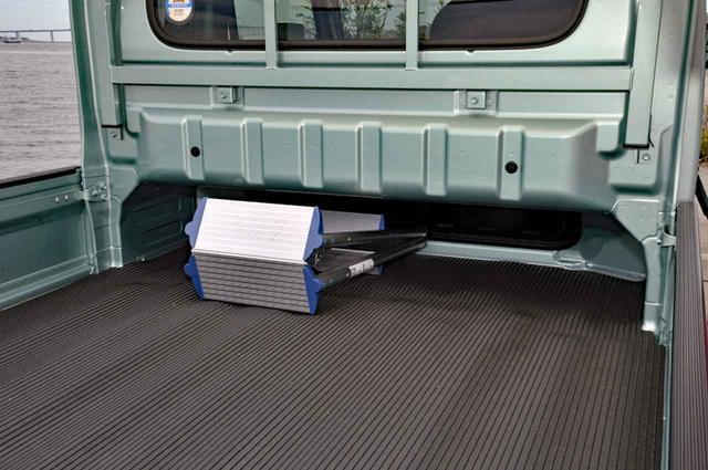 画像: キャビンを拡大しても荷台フロア長は1975mmを確保。脚立など厚みのない長尺物は積載できるのがいい。