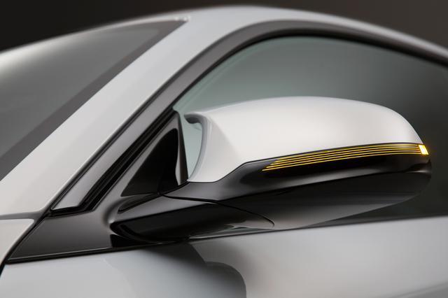 画像: M2コンペティションはドアミラー形状を空力性能に優れたものに変更。